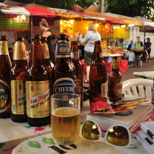 Grabbing a beer at Khao San Road