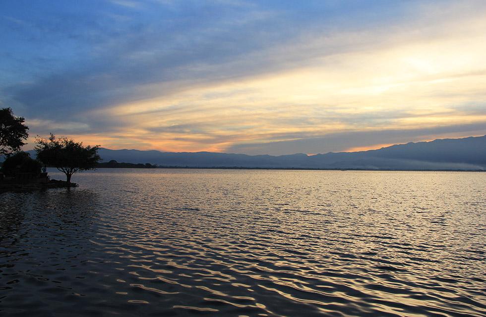 Sunset over Lake Phayao