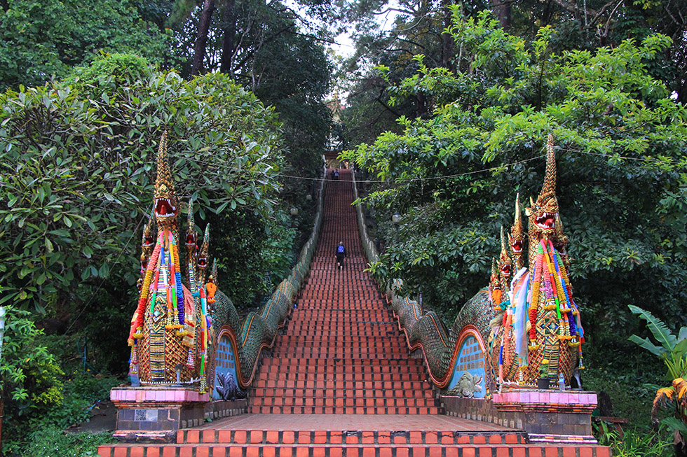 309 steps to Doi Suthep's mountain temple
