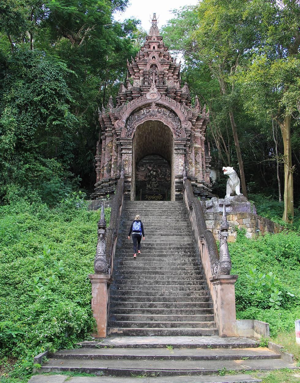 The entance to Wat Analayo in Phayao