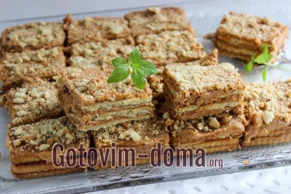 Торт из печенья без выпечки со сгущенкой и сметаной