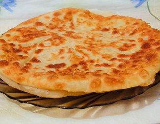 Хачапури с сыром и вареным яйцом: необычно, вкусно ...
