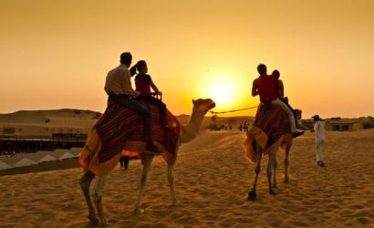 Private and Deluxe Dubai Desert Safari by 4X4 with BBQ Dinner