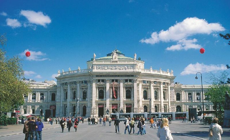 Vienna Walking Tour with Albertina Museum