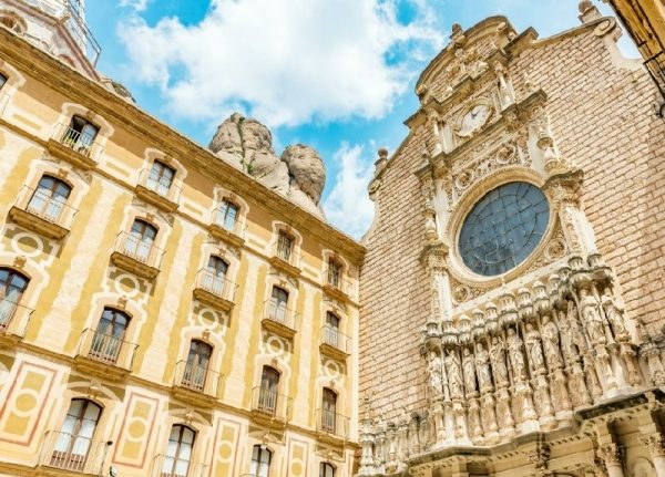 Small Group Tour of Barcelona and Montserrat with Personal Pick-up