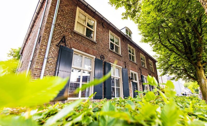 Van Gogh Village and Van Gogh Museum Small Group Tour