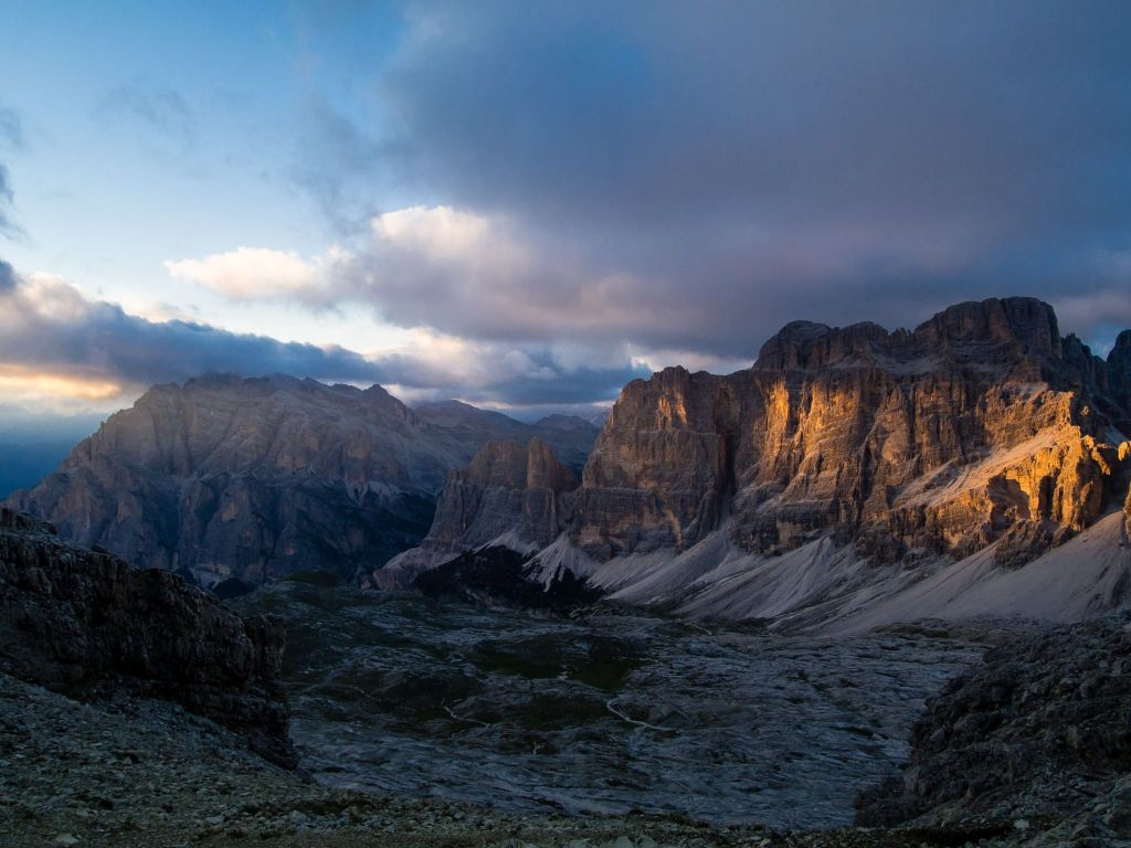 AV1 Trek Alpenglow