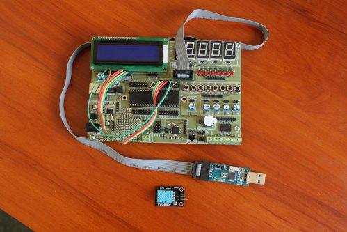 Moduł uruchomieniowy wraz z czujnikiem DHT11 i programatorem USBasp