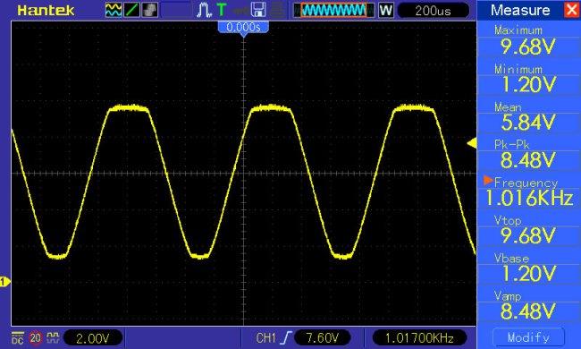 sinusoida f=1kHz amplituda maksymalna - widoczne zjawisko obcięcia górnych wierzchołków przebiegu