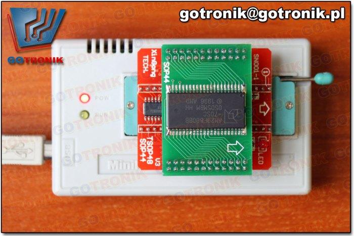 poprawnie włożony adapter - kierunek strzałki na adapterze wskazuje górę podstawki ZIF40