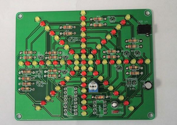 Płytka PCB z przylutowanym złączem DC