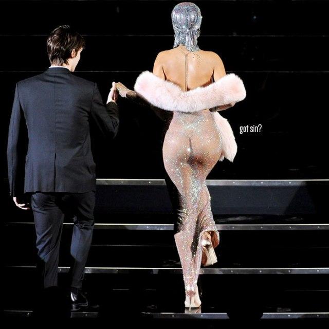 rihanna-naked-dress-at-cfda-awards-blog-got-sin-logo-01