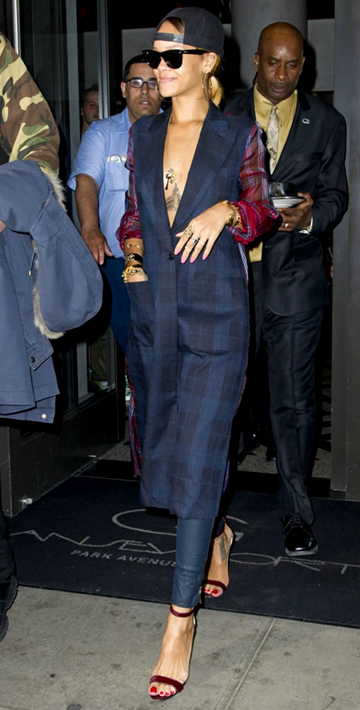 rihanna sandália de tiras chaos manolo blahnik moda blog got sin 45