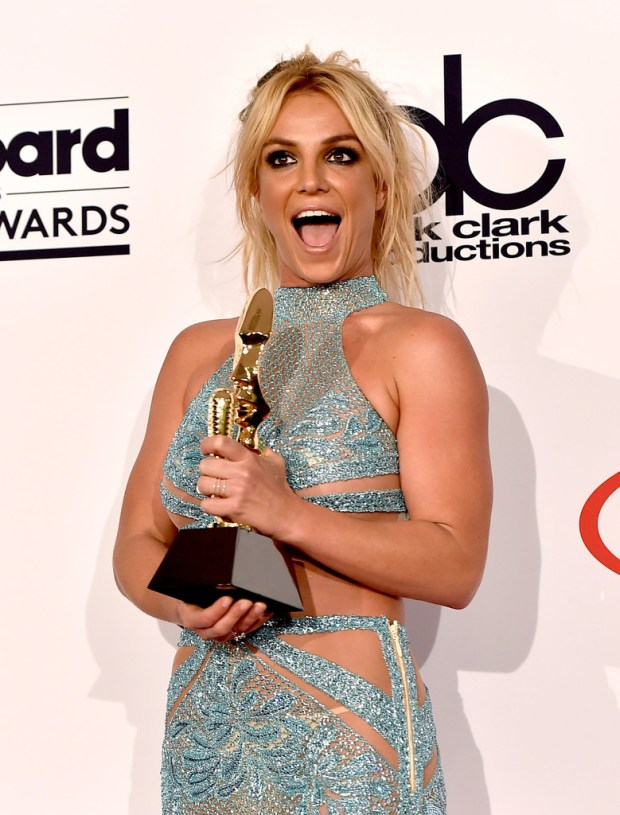 Britney Spears Billboard Music Awards 2016 - look conjunto cropped bordado azul Charbel Zoe - Millenium Award - blog got sin 01
