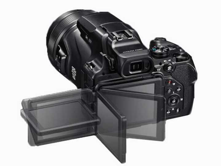 Nikon P1000 display mobility