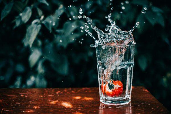 Fast shutter speed water drops