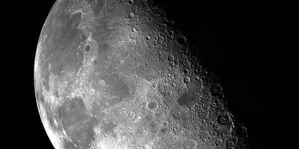 Astrophotography with the moon