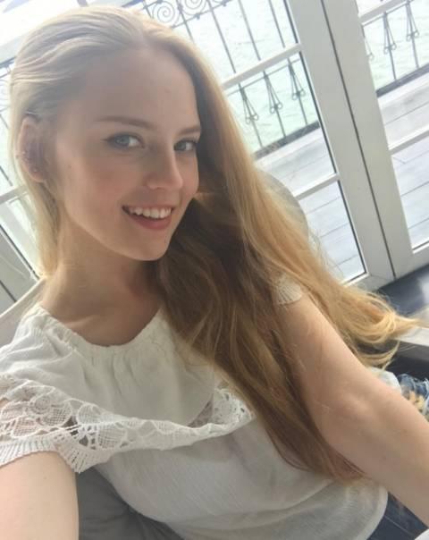【天使】 Youtubeで生徒から盗撮された動画が有名になったロシアのえろ数学教師♀、FacebookとInstagramを掘られる!w (画像・動画あり)