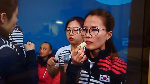 【競馬板】カーリング女子(韓国)・メガネ先輩のラスボス感は異常wwwww