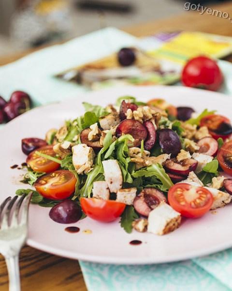 рецепт салату з черешнею і курячим філе