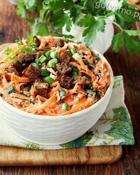 Салат з морквою і сухариками