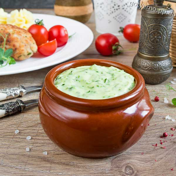 Сирний соус зі шпинатом