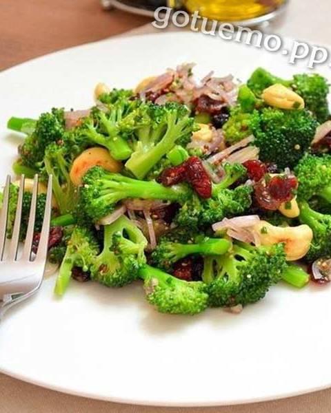 Салат з брокколі