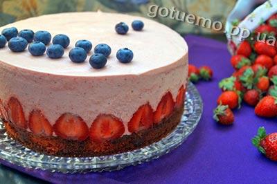 торт з клубнікою