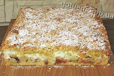 Яблучний пиріг з ревенем