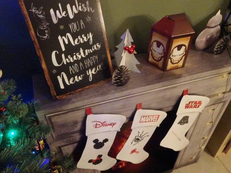 on aperoit les jolies chaussettes aux logos de mickeyminnie marvel et starwars voici dautres photos pour les admirer de plus prs nol disney - Chaussette De Noel Disney