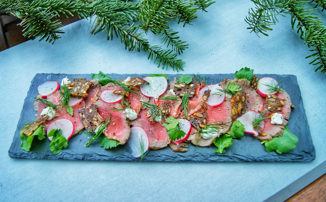 Nordic carpaccio with horseradish cream, radish, rye bread croutons and fresh herbs