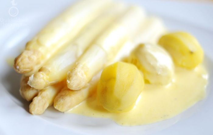 09 White Asparagus Hollandaise Potatoes kl