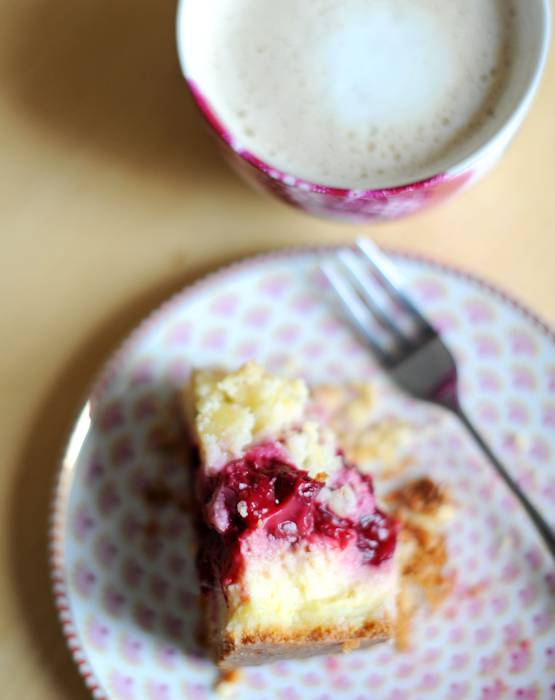 Gluten-free Vanilla Cream Cherry-Pie with Almond Streusel