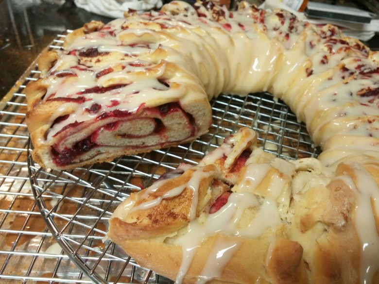 Berry-filled Tea Ring