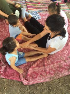 Nina massages refugees in Greece