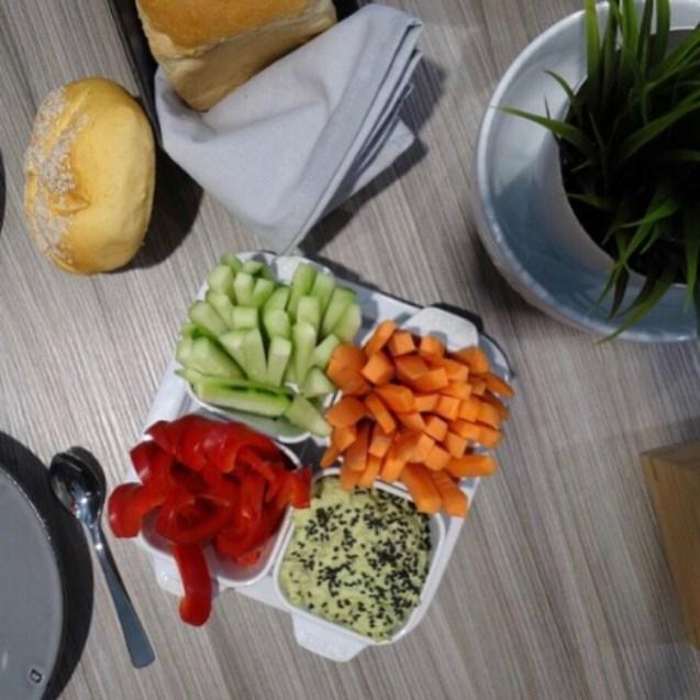 hummus con wasabi y crudités de verdura