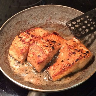 grilling seared salmon
