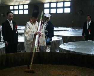 埼玉県の醸造蔵が年に一度の伝統的式典を挙行  自然豊かな神泉の郷で田植式・櫂入れ式