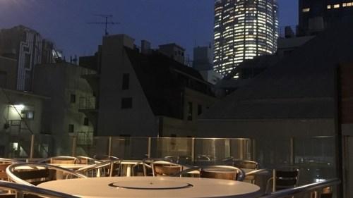 16人までのグループもOK! 東京・港区六本木の厳選焼肉「ニクノトリコ」が9月30日までの期間限定で「オープンテラス2時間980円飲み放題」プラン提供!