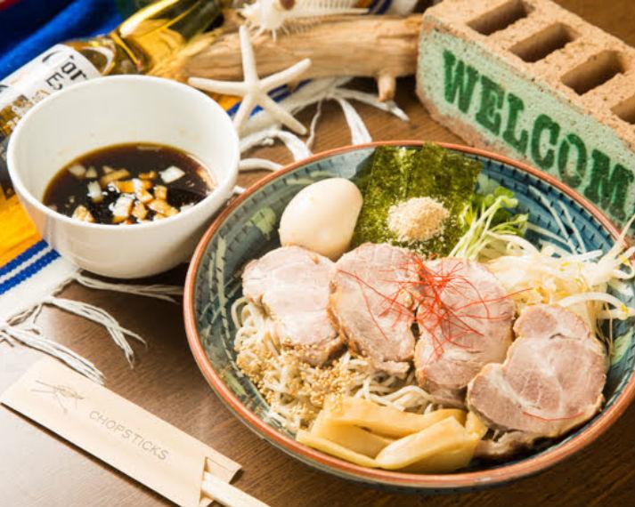 北池袋駅前の蕎麦屋「長寿庵」が2年ぶりに人気メニュー「チャーシューつけ蕎麦 大盛サービスだぜ!」を復活! あわせてSNSキャンペーンも実施中。