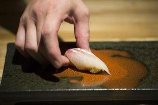 ジャスト10,000円(※)で最高級のお鮨を食べ尽くす!?九州直送 熟成鮨「わだのや」が9月7日(金)恵比寿にグランドオープン!
