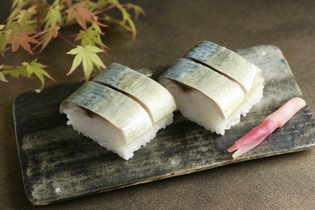 銀座三越で1時間に800貫売れた『棒寿司』を10月23日まで販売  金華鯖・天然大海老・とろ穴子/素材と製法にこだわった逸品