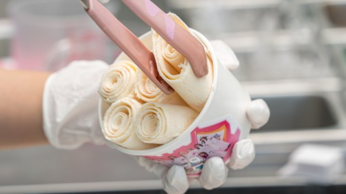 大反響で販売店舗拡大!E-girlsのAbemaTV「全力部活!E高」と「ロールアイスクリームファクトリー」のコラボロールアイスが、大阪、名古屋でも緊急発売!