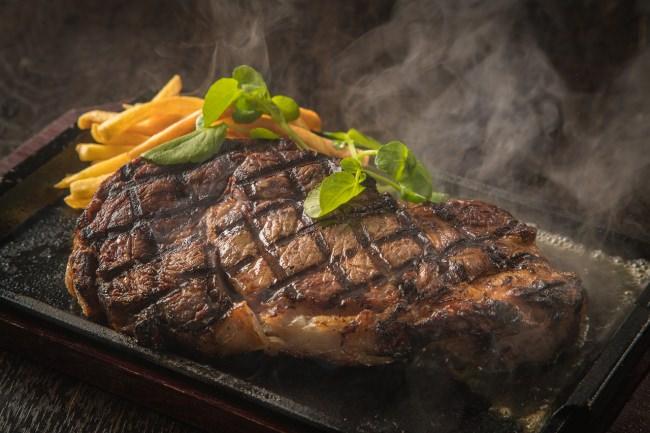 クリスマス、年末年始はBIGサイズのシェアステーキで肉を堪能!期間限定『BIG リブアイロールグリル』を特別価格で販売【THE PUBLIC SIX・THE PUBLIC RED AKASAKA】