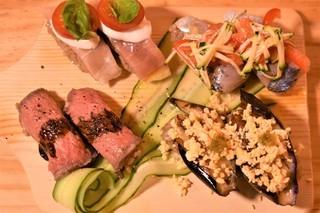 和と洋の全く見たことのない握りの色とりどりなお寿司