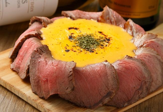チーズがあふれ出して止まらない♪肉×チーズのコラボ【肉シカゴピザ】を無料で堪能!