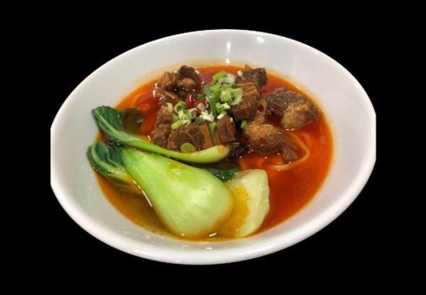 中国蘭州牛肉ラーメン店が1月1日に新メニュー「紅焼牛肉麺」を発売。牛バラ角煮をたっぷりのせてボリューム満点、9種類の麺からチョイス