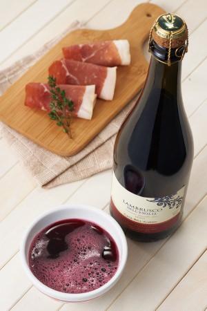 """""""スコデッロ""""でパルマ風にワインを楽しむ、ランブルスコボウルセットを数量限定で発売"""