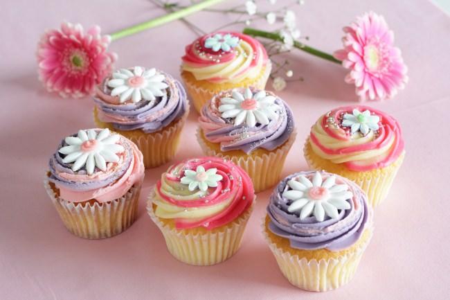 「LOLA'S Cupcakes Tokyo /ローラズ・カップケーキ 東京」可憐なデイジーのカップケーキで愛をリターン!