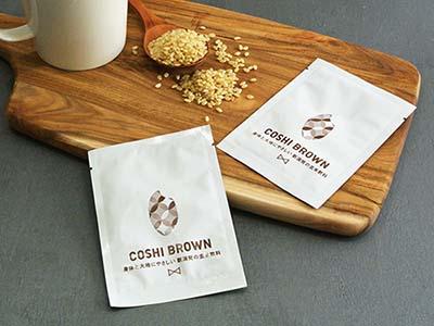 大地と身体に嬉しい「コシヒカリを飲む習慣」をひろげる「COSHI BROWN(コシブラウン)」。新潟発の黒焼き玄米飲料がさらに飲みやすくなってリニューアル発売!